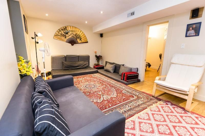 Cosy, clean & comfy basement apartment