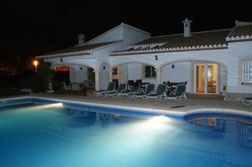 Alojamiento con piscina para 10 huéspedes