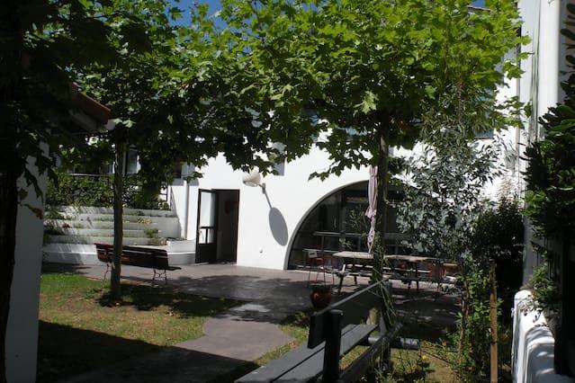 Logement à 3 chambres avec jardin