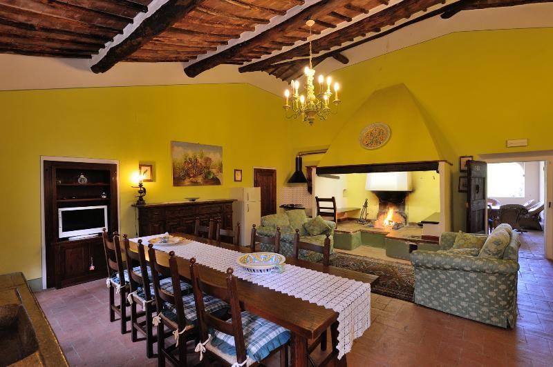 Beautiful  tuscan Villa not far from Siena 18 pax