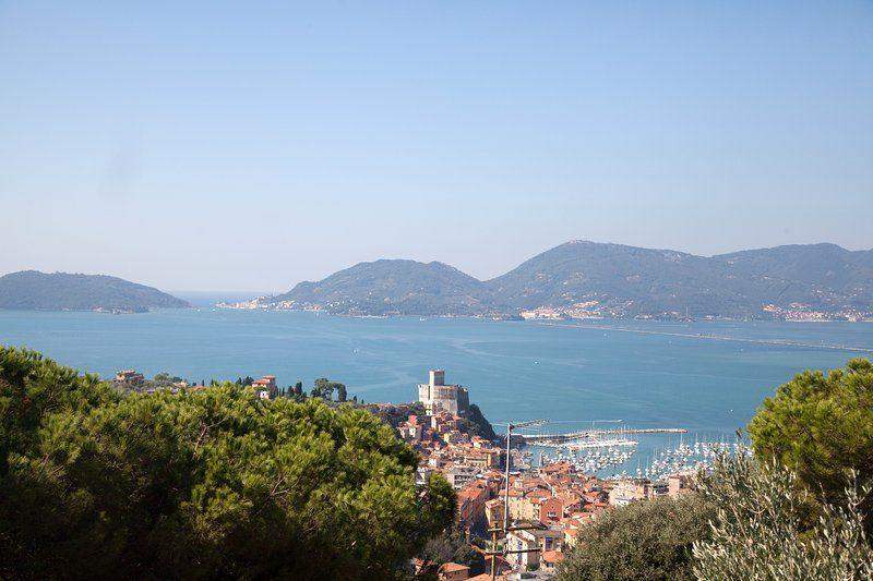 Rustico con vistas al mar, jardín y aparcamiento