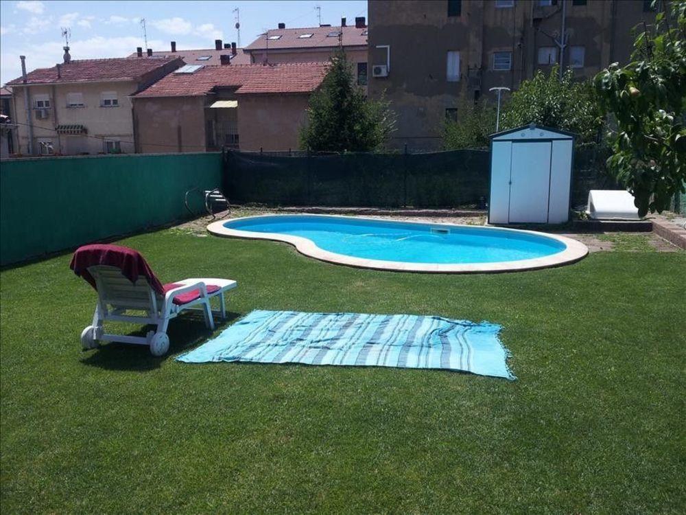 Agradable refugio de 4 dormitorios en Berga con una piscina privada y un amplio patio