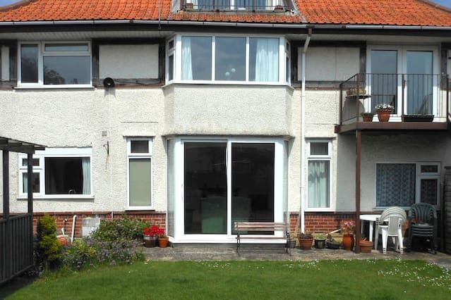 Holiday rental in Southbourne with garden