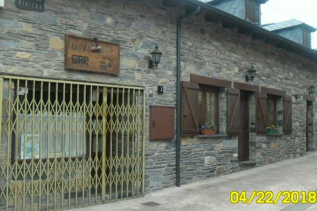 Hogareña residencia en Vega de espinareda