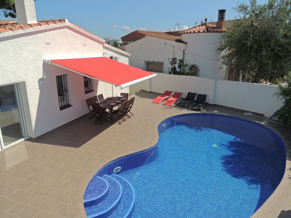 Stunning holiday letting in Costa brava with  TV