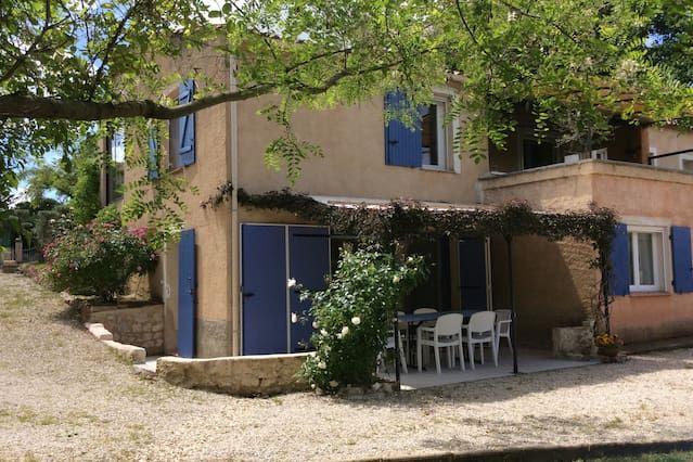 Alojamiento de 1 habitación en La tour-d'aigues
