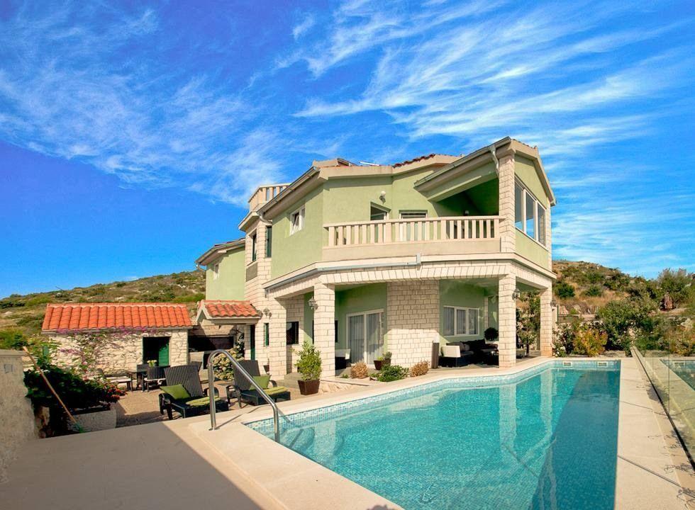 Funcional vivienda con balcón