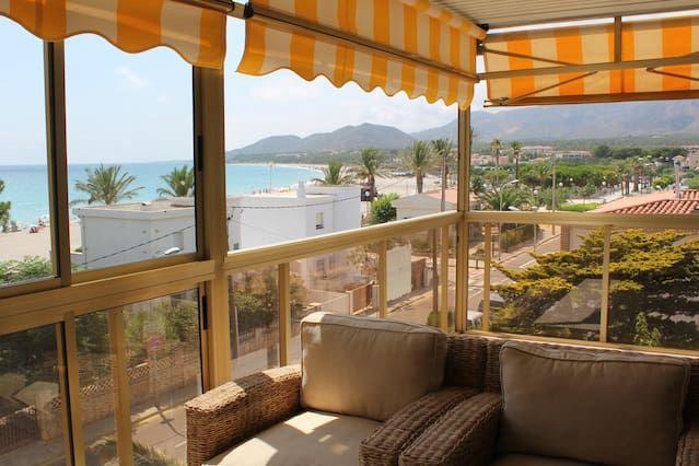 Panorámica vivienda con balcón