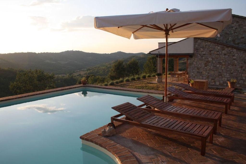 Vivienda con piscina en San terenziano (pg)
