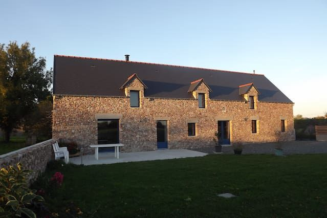 Stone cottage, 5 km from the sea