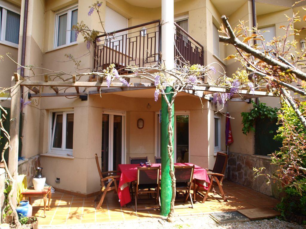Equipada casa con jardín