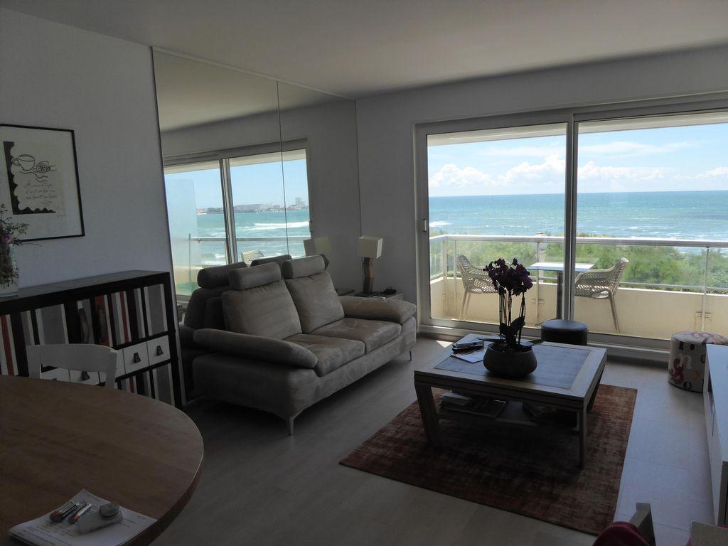 Face Mer et plage  , Appt T2 grd Standing avec balcon et PK , idéalement situé .