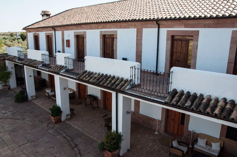 Alojamiento de 8 habitaciones con balcón