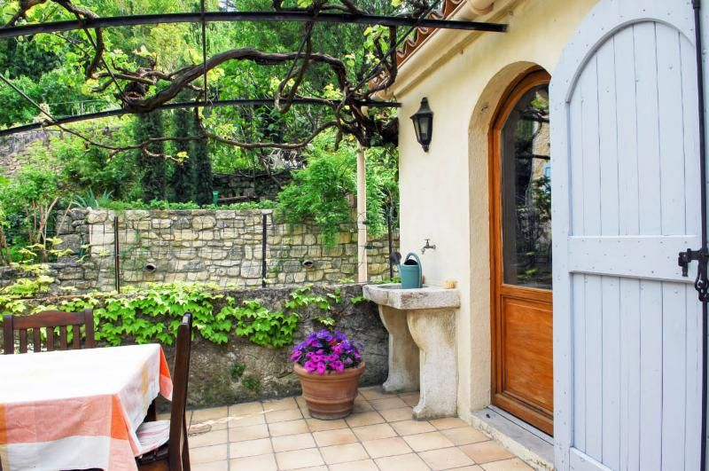 Charming Provence apartment with a spacious terrac