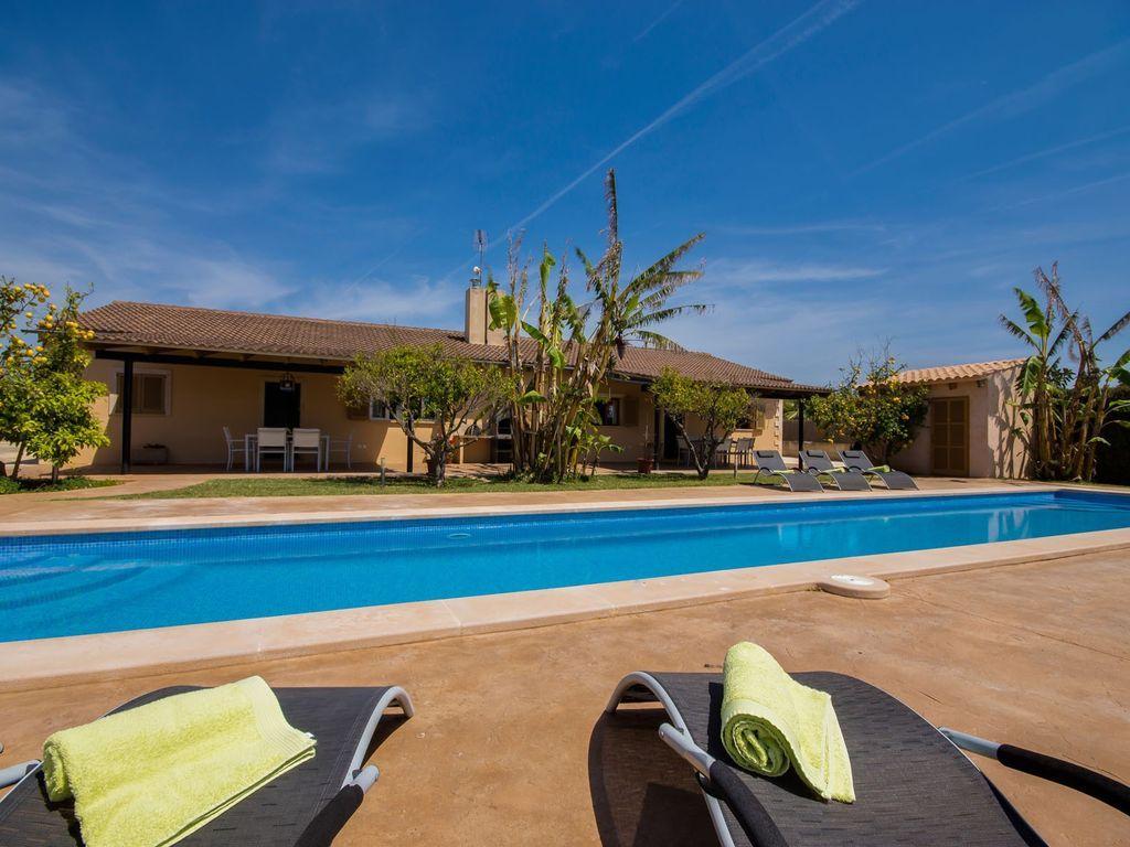 Residencia con piscina para 12 personas