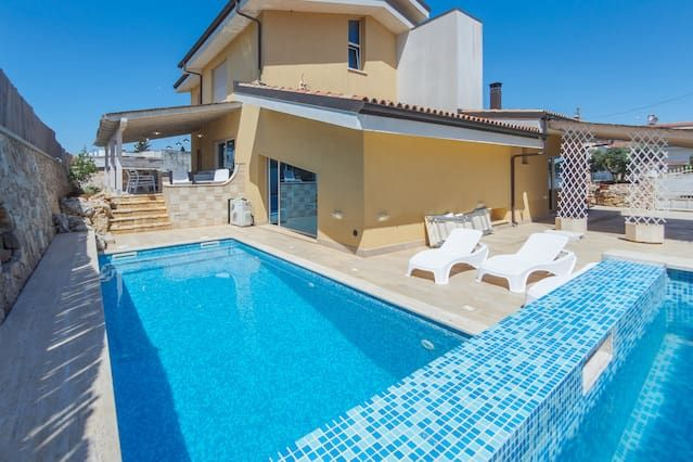 Vivienda hogareña con piscina
