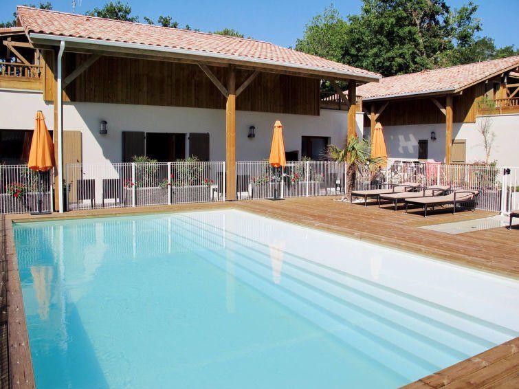 Alojamiento para 8 huéspedes con piscina