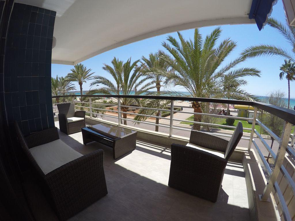 Chill apartment 1st line sea views