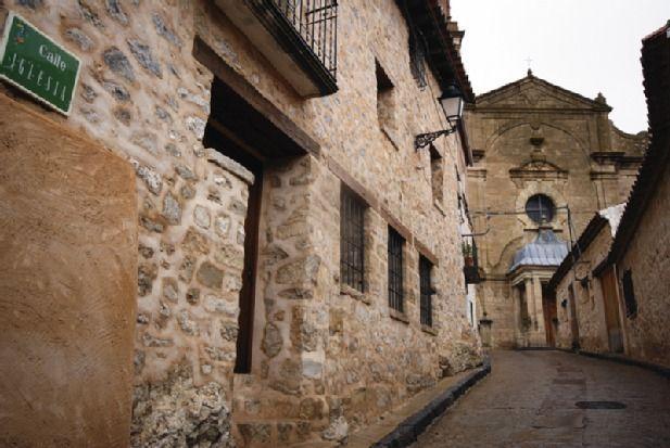 Residencia en Orihuela del tremedal con parking incluído