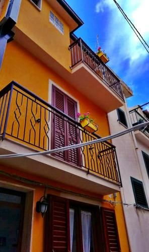 Vivienda con balcón en Scilla