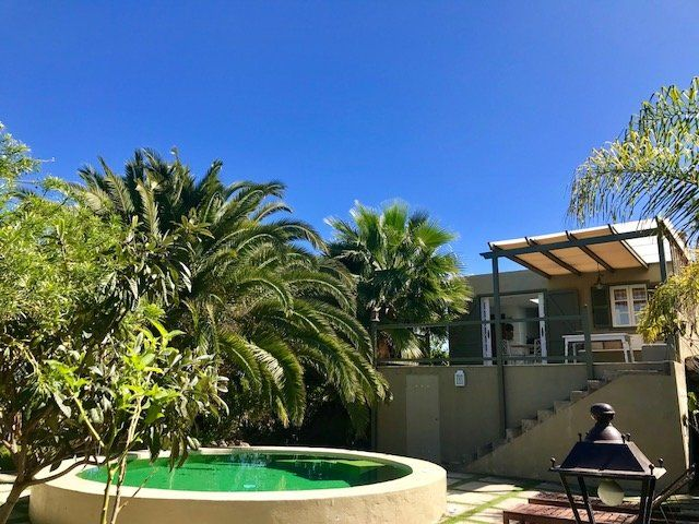 Exclusiva Villa costera con piscina privada.