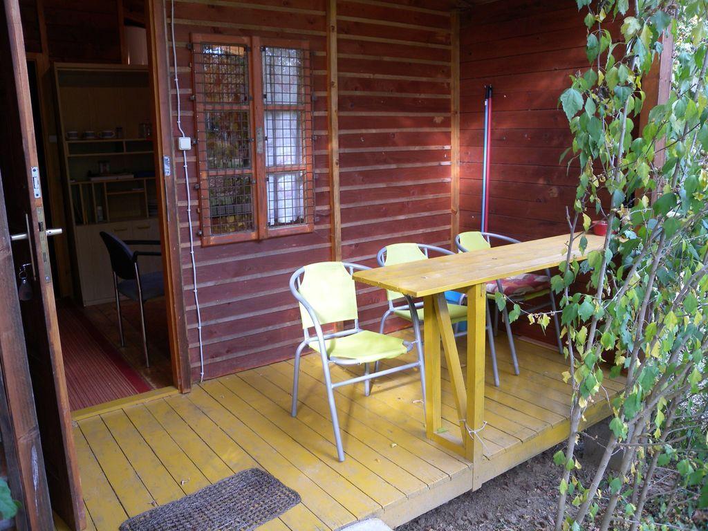 Apartamento vacacional (bungalow de madera) en el parque de bungalows para el nudismo con piscina