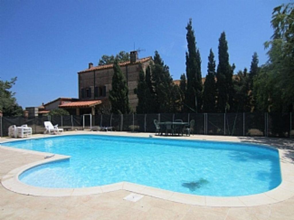 Residencia con piscina para 15 huéspedes