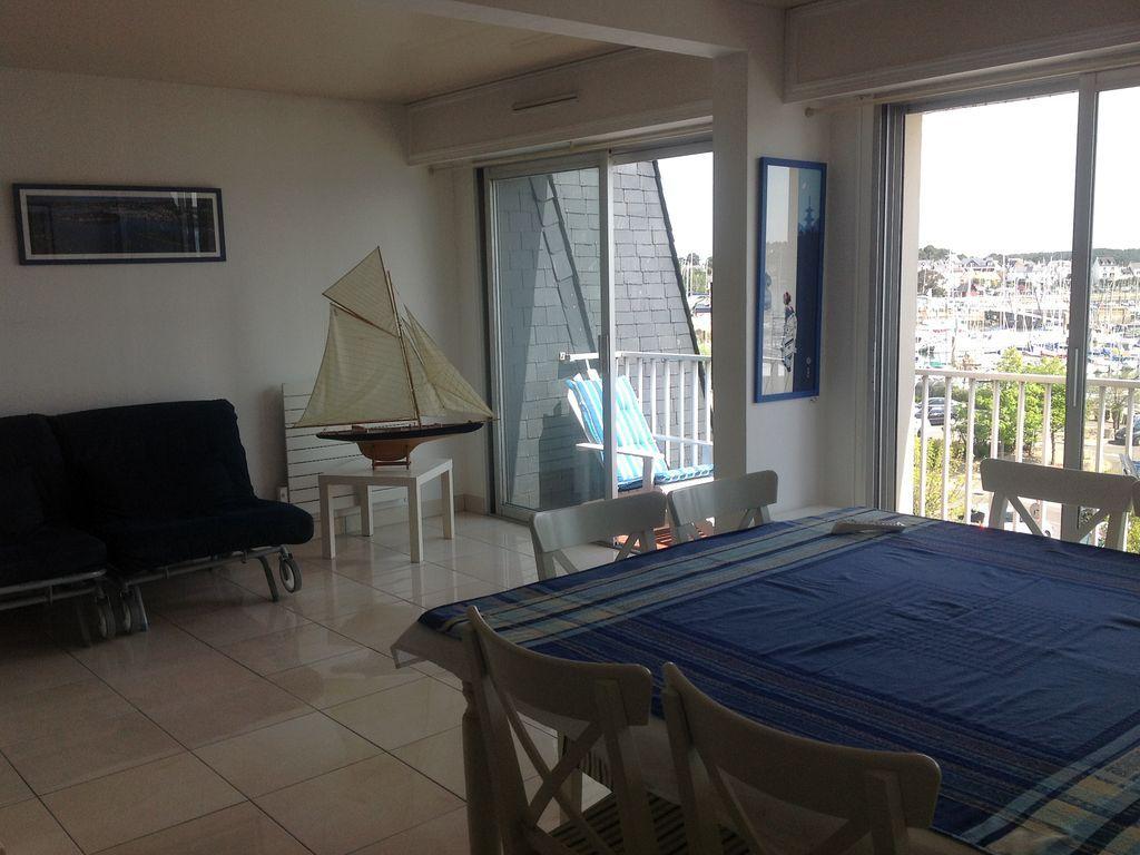 Estupendo alojamiento con balcón