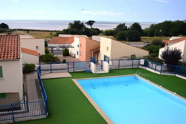 Cómodo apartamento frente al mar con piscina