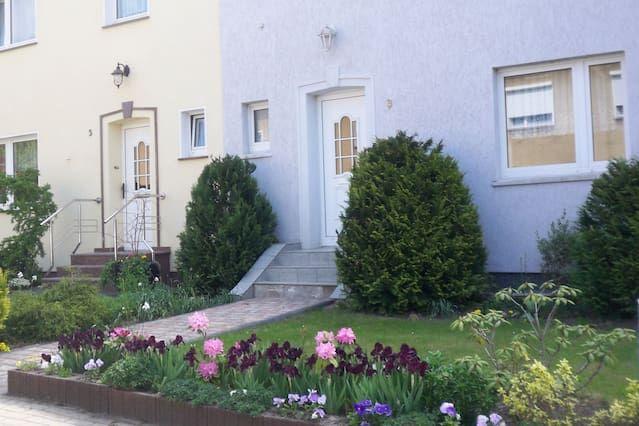 Residencia familiar con jardín