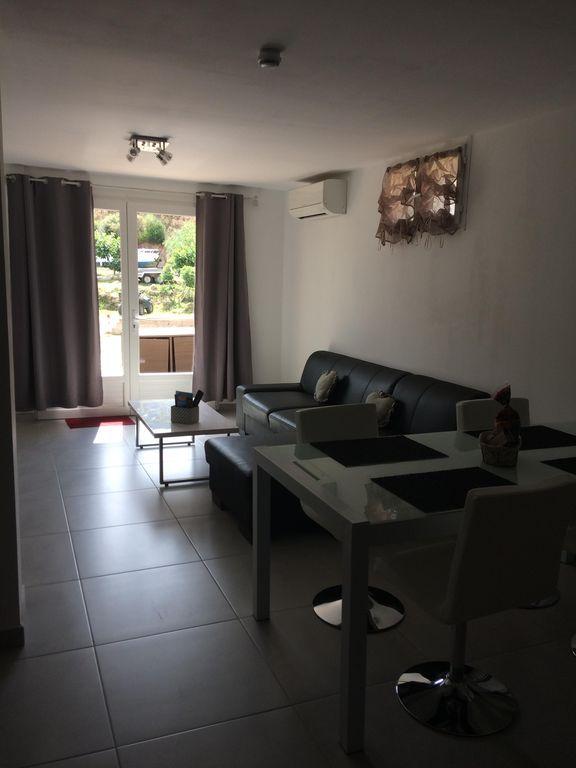 Alojamiento de 1 habitación en Figari corse du sud