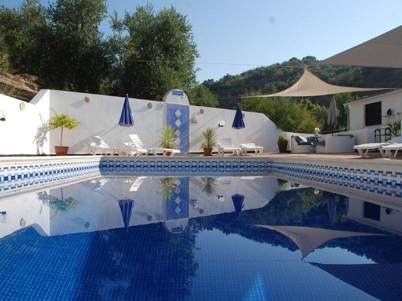 Residencia para 10 huéspedes con piscina
