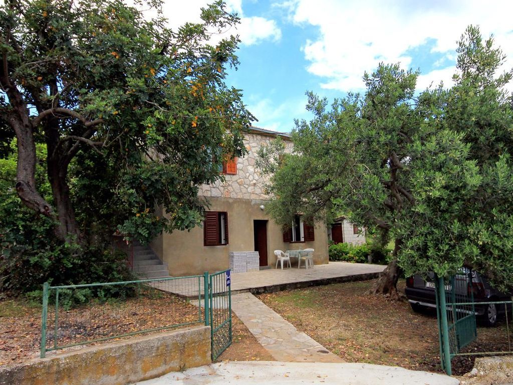 Three bedroom apartment with terrace Zavala, Hvar (A-593-a)