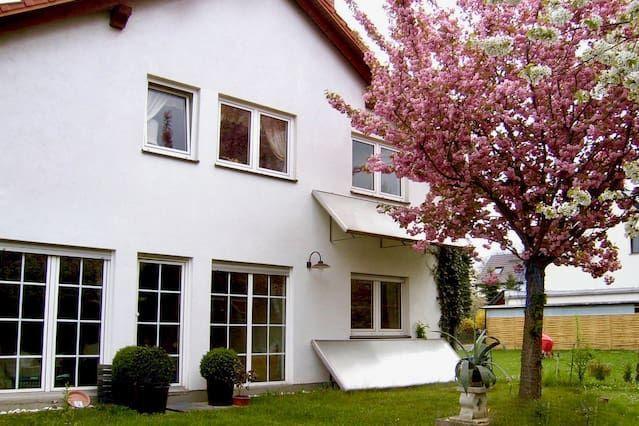 Excelente Piso con 1 dormitorio(s) en Leipzig con Aparcamiento