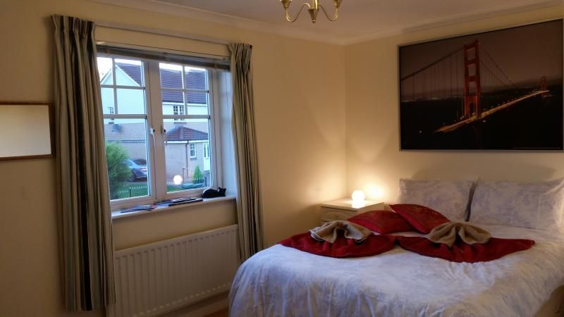 Picturesque holiday home in Glasgow with Laundry and Balcony