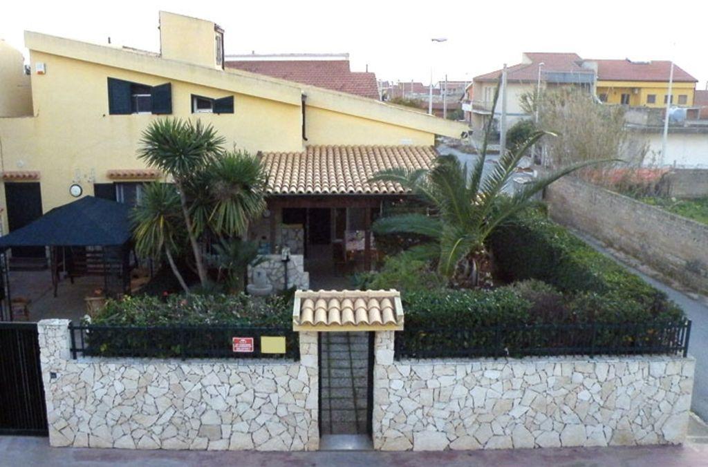 Residencia dotada con parking incluído