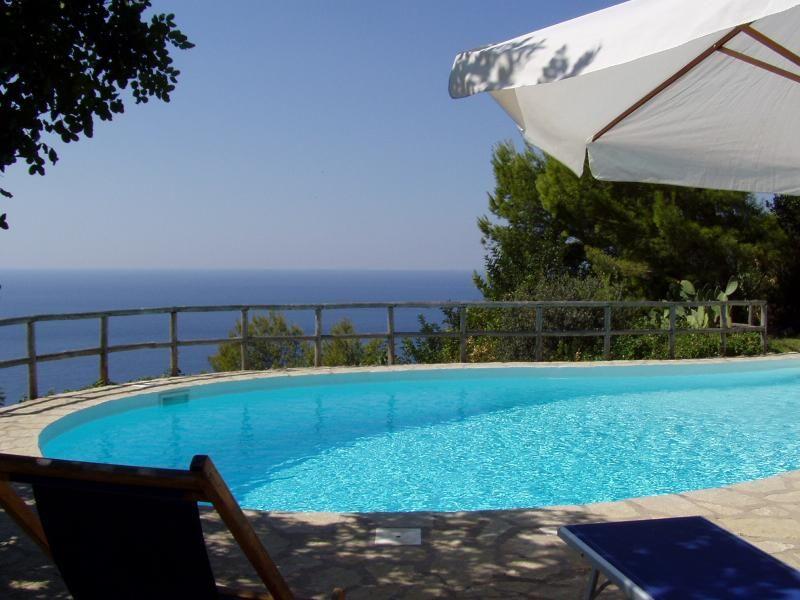 Quiet cottage with stunning sea views La Pergola