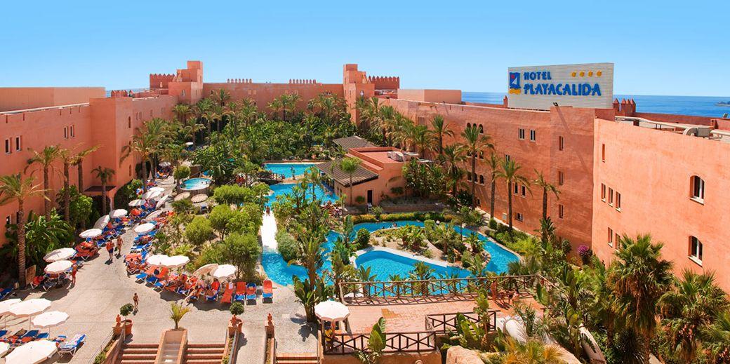 Las piscinas del hotel Playacálida desde las alturas