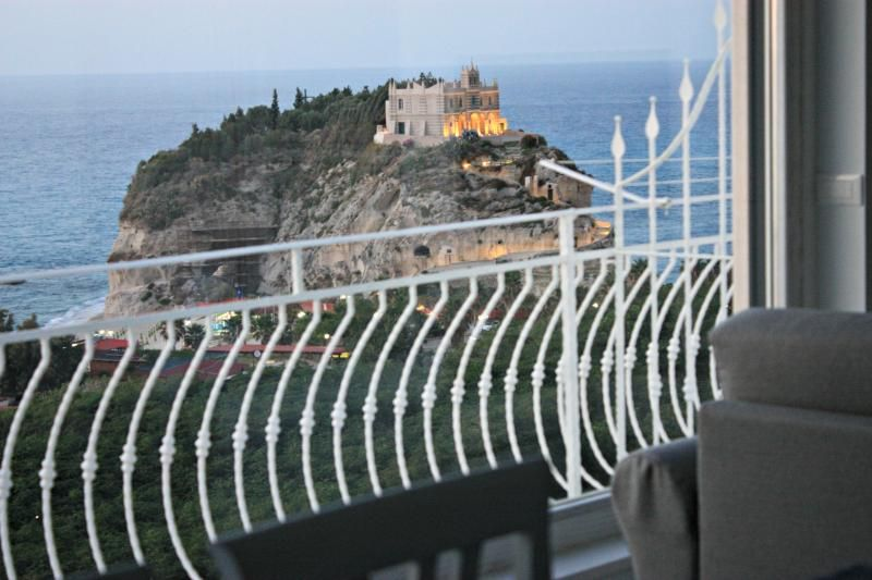 Luxury holiday home and amazing sea view in Tropea