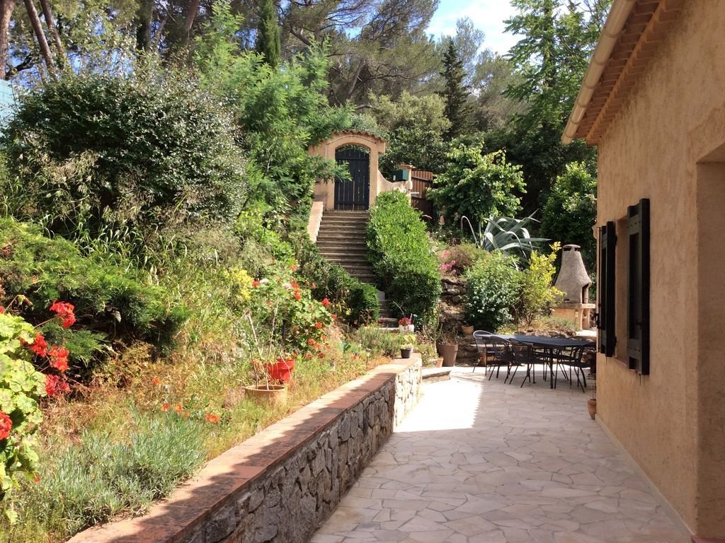 dormitorio doble independiente, baño, planta baja, luminoso, cerca de Cannes