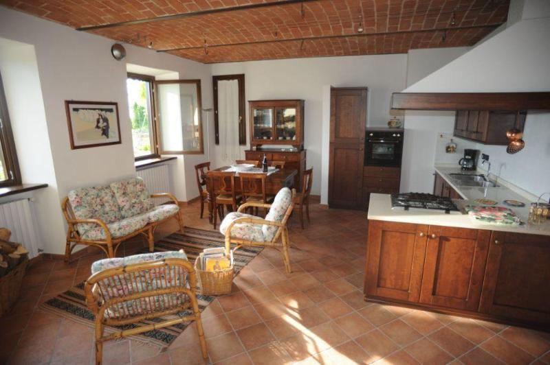 Grande Casa con 3 dormitorio(s) en Trezzo Tinella con Aparcamiento y Terraza