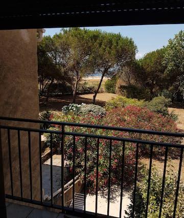 Vivienda con jardín en Calcatoggio