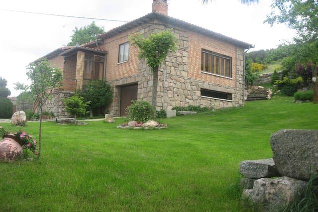 Vivienda de 3 habitaciones en Hoyos del espino
