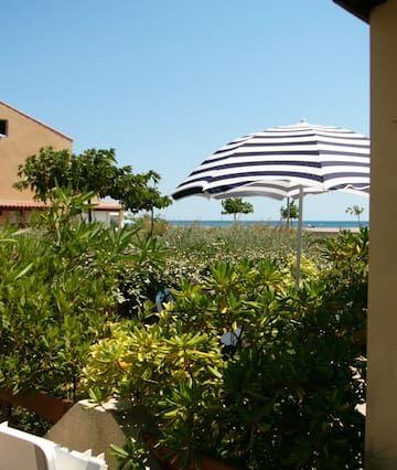 Exclusiva ubicación - justo en la playa de arena y el mar