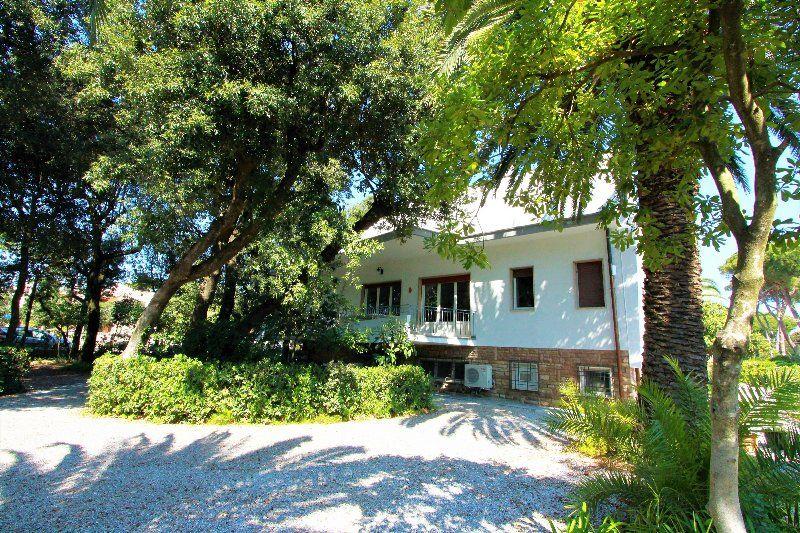 In villa a due passi dal mare - 14 posti letto