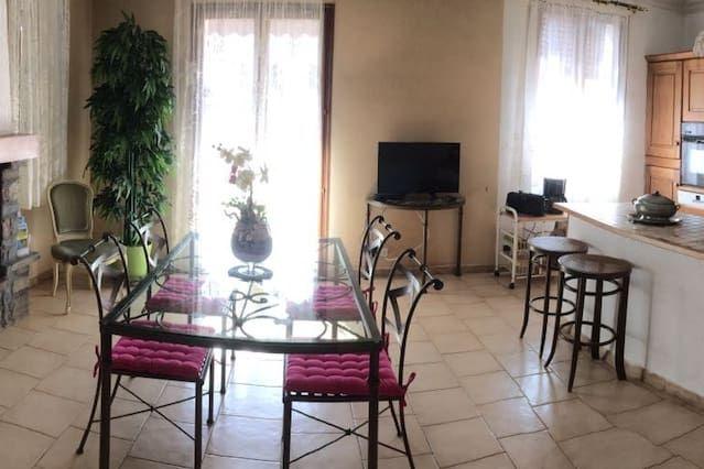 Chaleureux logement avec 3 chambres