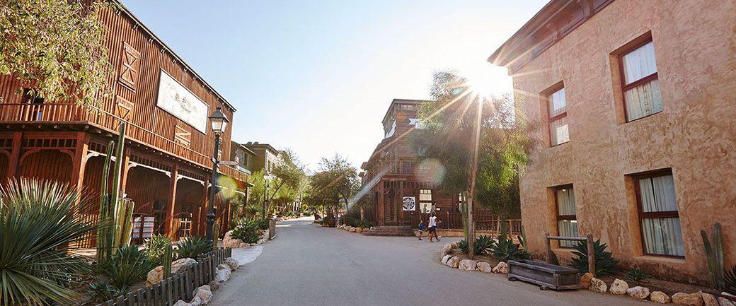 Zona exterior del Hotel Gold River