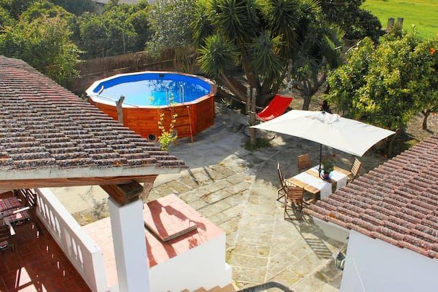 Bonita Casa con Jardín y Piscina