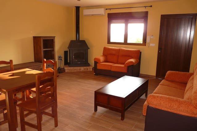 Alojamiento en Villamiel de 14 habitaciones