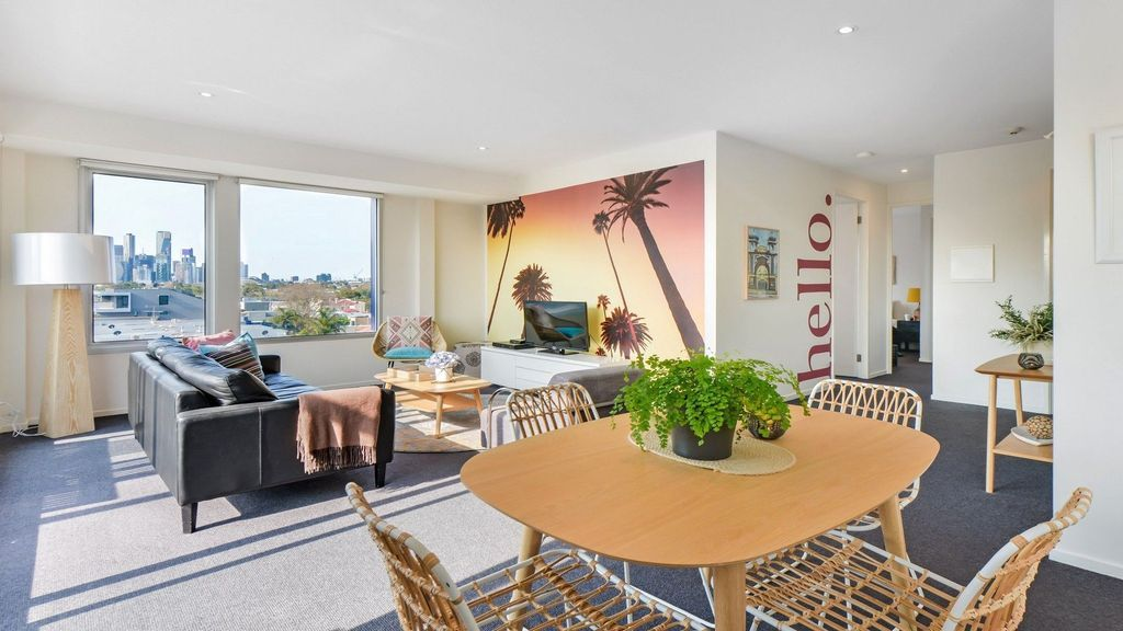 Flat in Port melbourne with balcony